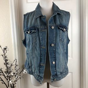 Vest denim sleeveless silver buttons distressed